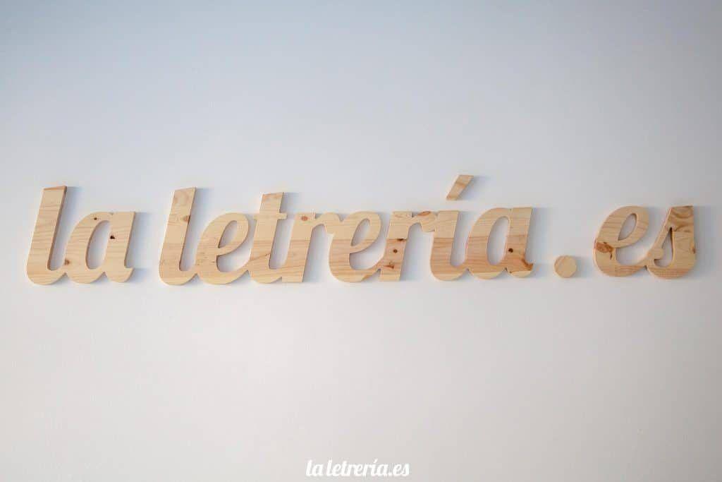 logotipo en madera