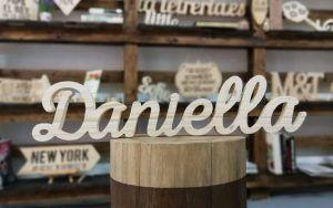 Decorar con nombres personalizados de madera