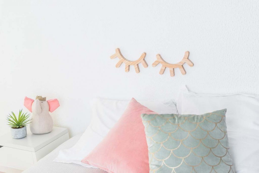 pestañas de madera pared