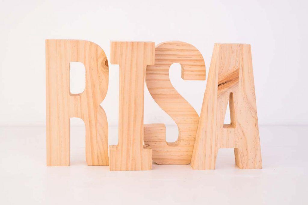 letras de madera risa