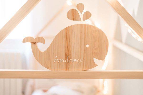 ballena de madera con nombre