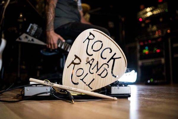 regalos para guitarristas rock | pua de madera