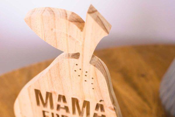 mama eres la pera detalle en madera